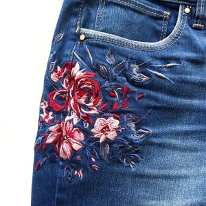 WHBM Embroidered Girlfriend Jeans Sz 6